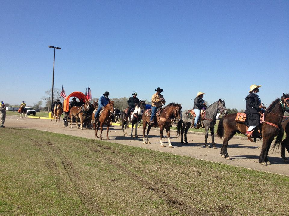 Southwestern Trail Ride leaves Pearland area on their way to Memorial Park